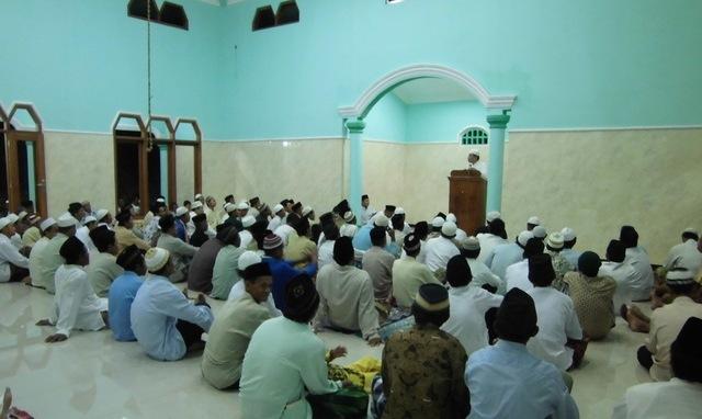 Camat Lumbir, Ahmad Suryanto saat memberikan sambutan pada acara peresmian penggunaan Masjid Al Fatah Desa Dermaji