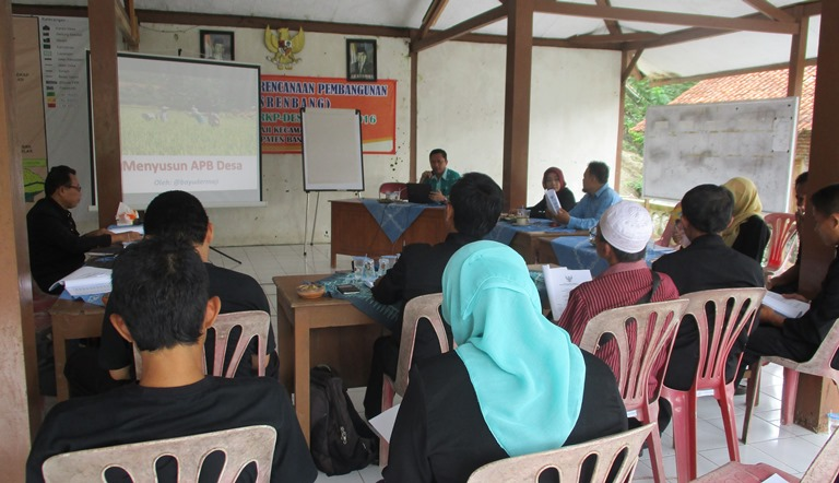 Acara diskusi Bedah APBDesa di Balai Desa Dermaji